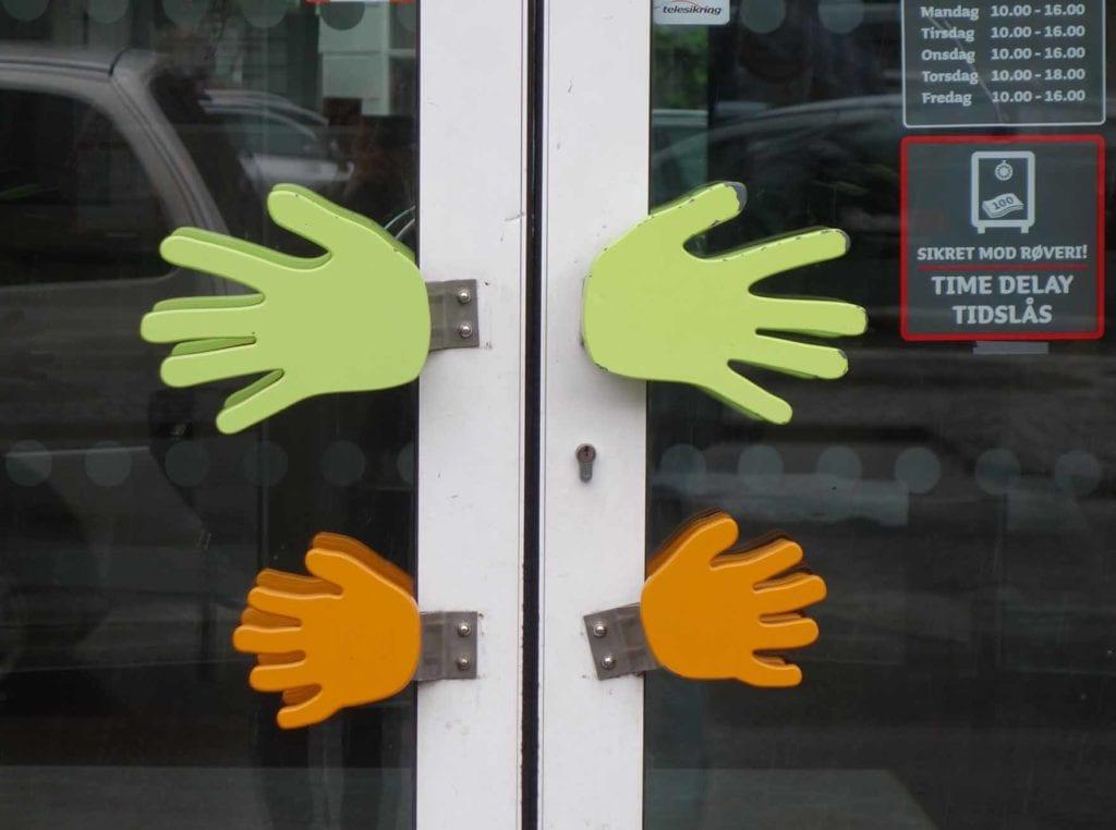 JSJ- Tür mit Händen in Kopenhagen